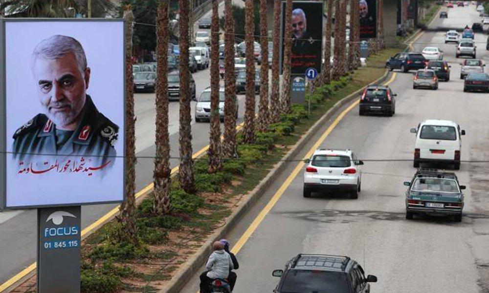 تمزيق صور زعماء وحقن طائفي..هل يقترب لبنان من الفتنة؟
