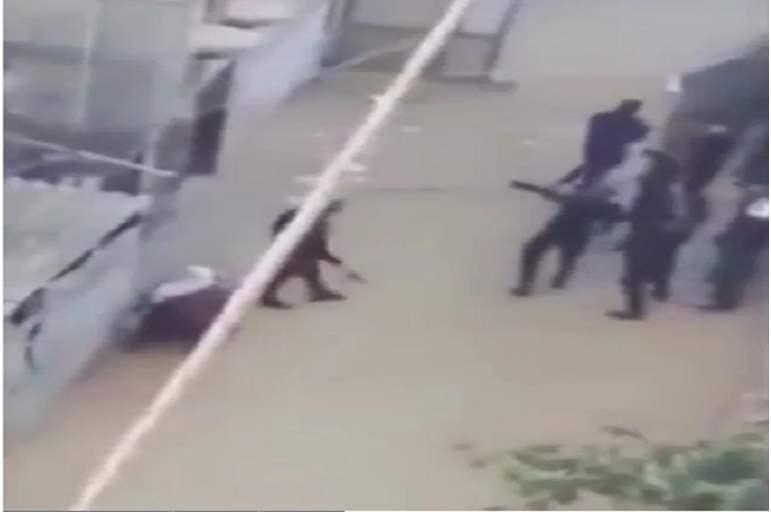 فيديو منسوب لحماس تقتحم منزل ممزق صورة قاسم سليماني بغزة