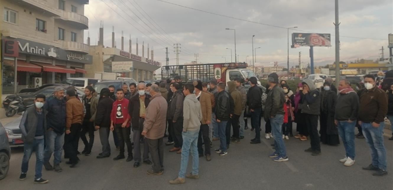 قطع طريق عام رياق بعلبك احتجاجا على تزايد عمليات السرقة