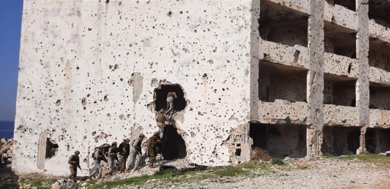 الجيش: مدرسة القوات الخاصة نفذت تمرينا تكتيا يحاكي مواجهة مجموعة إرهابية
