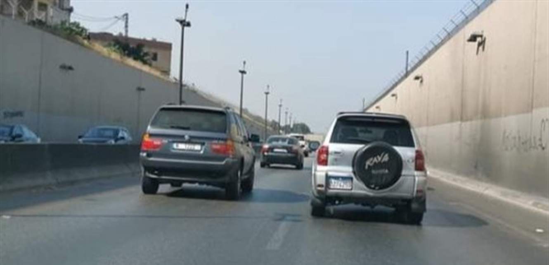 في خلدة… تعرض لعملية سلب بعدما أوهماه بعطل في سيارته