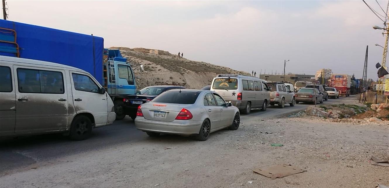 إحتجاجا على إجراءات الجيش لمنع التهريب… هذا ما قام به أصحاب الشاحنات في بعلبك!