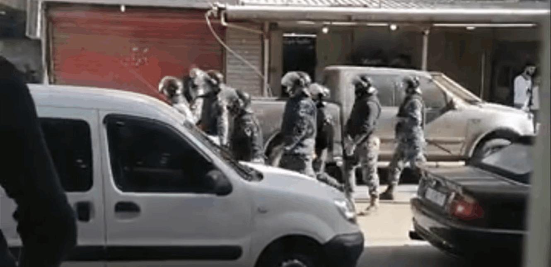 اشكال بين محتجين وقوى الامن.. ماذا يحصل في طرابلس؟ (فيديو)