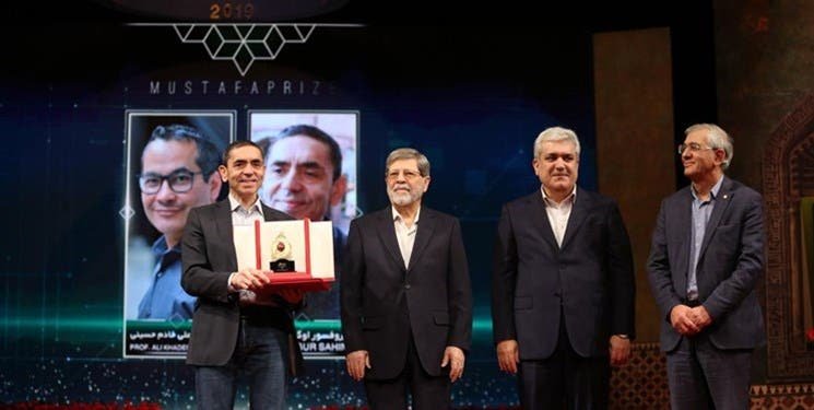 "ايران تمنح مخترع لقاح ""فايزر"" جائزة وخامنئي يحرّمه!"