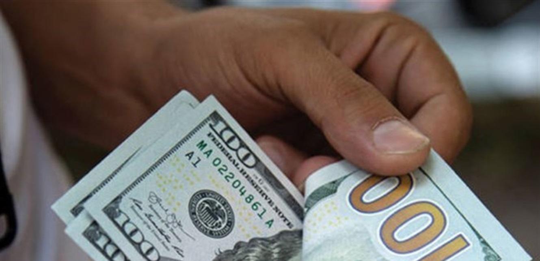 هكذا افتتح الدولار في السوق السوداء