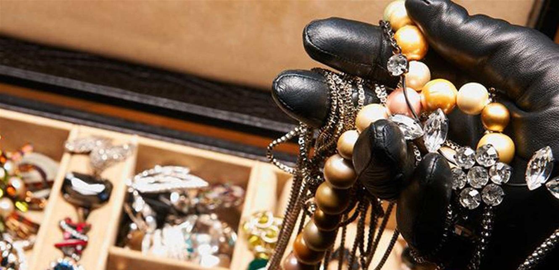 سرقة مجوهرات من منزل في ميفدون
