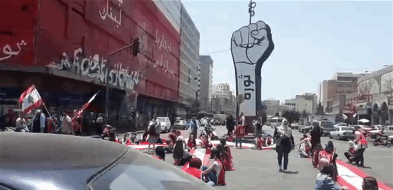 خرق لمنع التجول في طرابلس… ومسيرة من ساحة النور الى ساحة التل