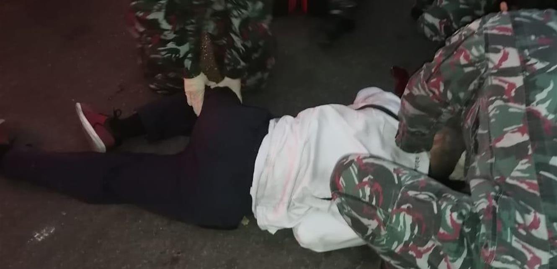 فوج إطفاء بيروت يسعف شخصاً أصيب جراء تعرضه للاعتداء من مجهولين
