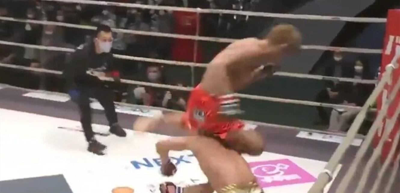 خطأ كاد أن يطير مقاتل بسببه خارج الحلبة (فيديو)