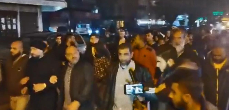 مسيرة احتجاجية من ساحة النور باتجاه منازل عدد من السياسيين