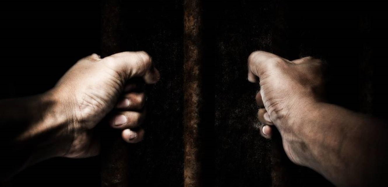 وقفة تضامنية مع المتهمين بإحراق مخيم النازحين على أوتوستراد بحنين المنية