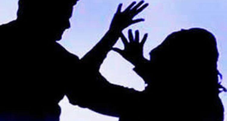 أم لطفلة تدخل العناية الفائقة بسبب ضرب زوجها لها بطعنات أدّت إلى تمزيق رئتيها