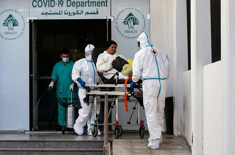 """وصول أول شحنات """"فايزر"""" إلى لبنان.. ونقيب الأطباء يحذر من الشائعات"""