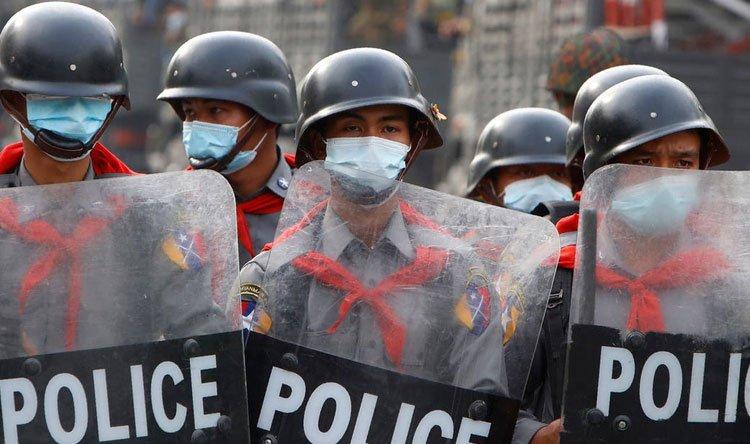 """انقلابيو ميانمار يحذرون """"الشباب المتحمس"""""""