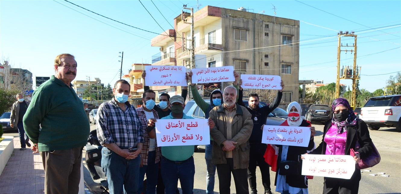 اعتصام رمزي لأصحاب المحال التجارية في هذه المنطقة احتجاجاً على تمديد الاقفال