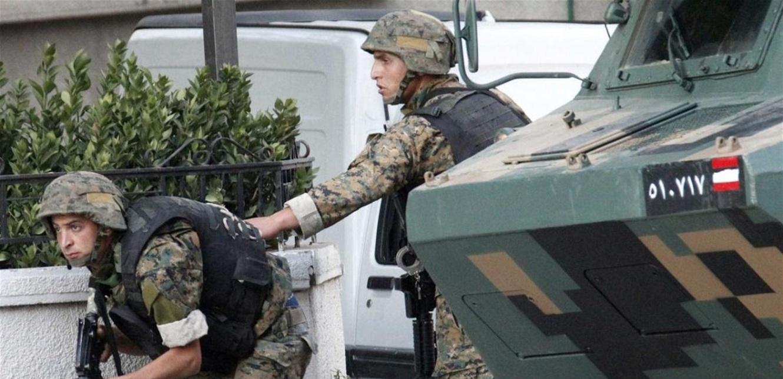 الجيش يدهم منزلاً في بعلبك والعثور على أسلحة وذخائر