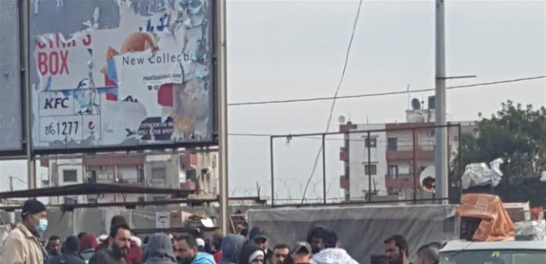 بالرغم من عدم اعطاء الأذونات اليوم الأحد للخروج.. زحمة سير وحركة اعتيادية في طرابلس