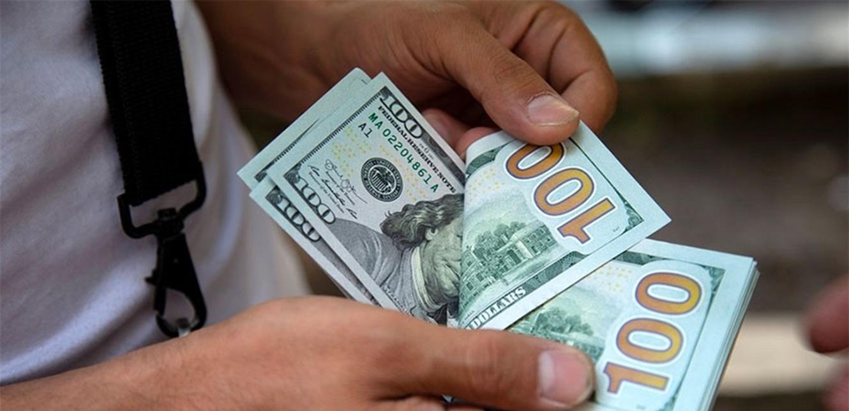 خبير يصارح اللبنانيين.. أرقام التضخم 'غير واقعيّة' والدولار قد يصل لمبالغ خيالية!