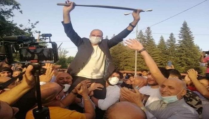 """فضيحة للمنصة.. حمد والبزري """"اوف لاين""""!!!"""