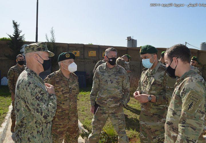 قائد القوات الخاصة في القيادة الوسطى الأميركية يزور قائد الجيش وقاعدة حامات الجوية