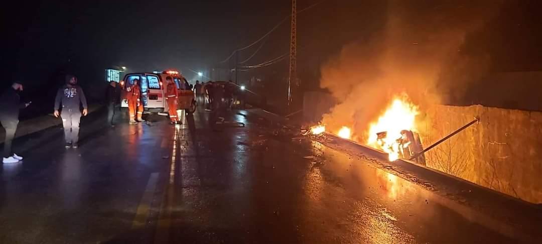 فاجعة على طريق ديرزنون.. حادث يودي بحياة شخصين داخل سيارة! (صور)