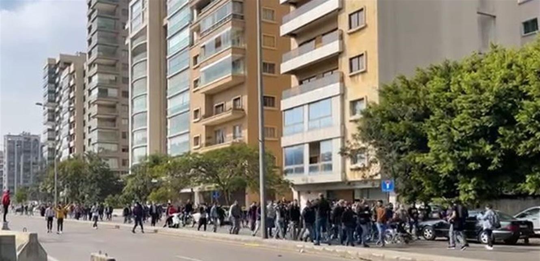 مواجهات بين المتظاهرين والقوى الأمنية أمام 'العسكرية' (فيديو)