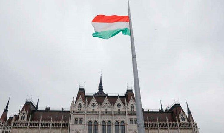 """هنغاريا تعتزم العمل بجواز سفر يثبت التطعيم ضد """"كورونا"""""""