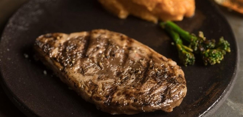 لأول مرة.. شريحة اللحم الأكثر شعبية 'تُطبخ' بطابعة ثلاثية الأبعاد!