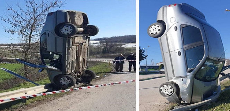 حادث غريب.. سيارة تقف منتصبة على مقدّمتها!