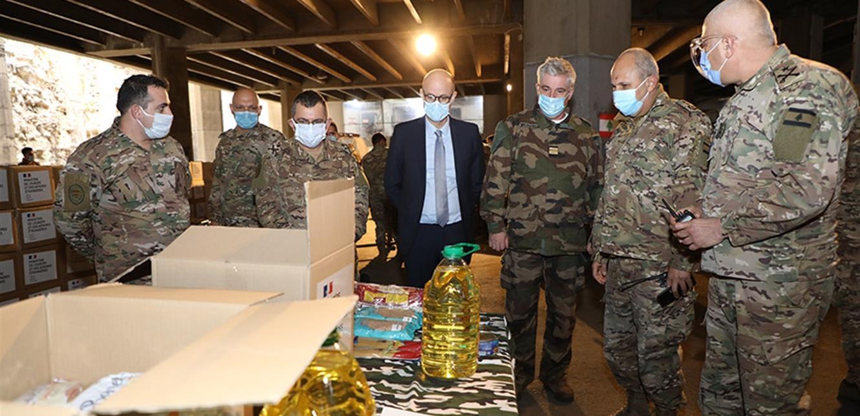 السفارة الفرنسية تقدم 2108 حصة غذائية للجيش