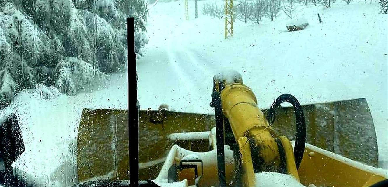 الثلج يفعل فعلته…إنقاذ مواطنين احتجزتهم الثلوج على طرقات جرد كسروان