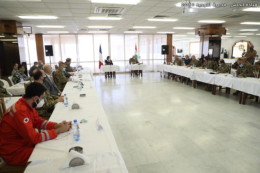 قائد الجيش والسفيرة الفرنسية يوقعان ثلاثة مشاريع تعاون