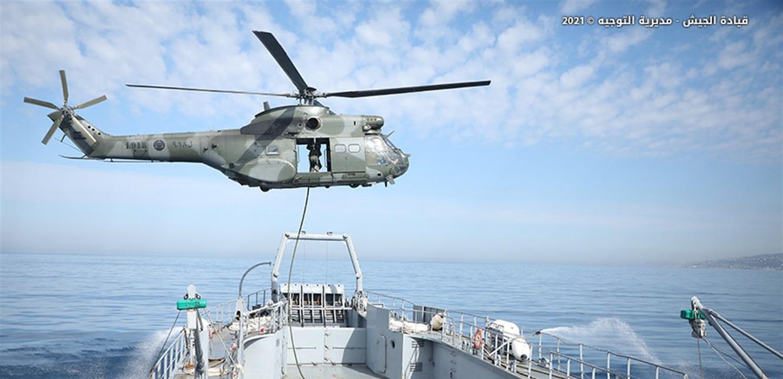 تمرين قتالي للجيش يحاكي مداهمة وتفتيش سفن محتجزة من قبل إرهابيين
