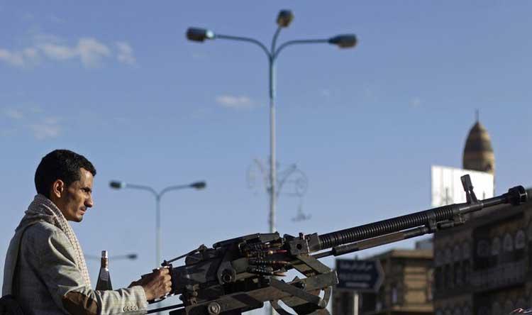 الحوثيون يعلنون استهداف مطار أبها بطائرة مسيرة