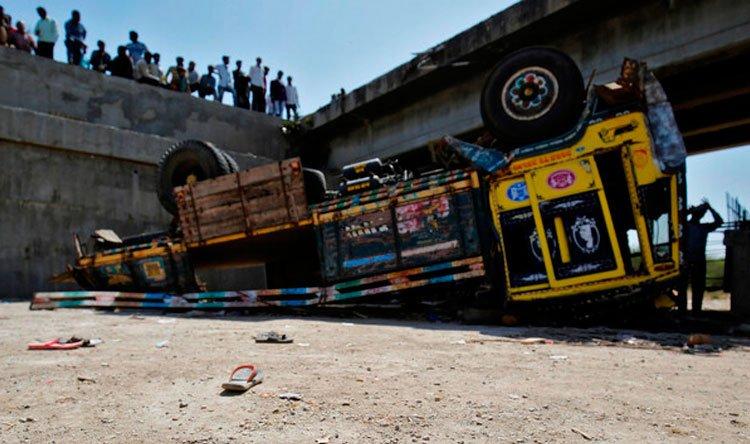 قتلى وجرحى بحادث سير مروع في الهند