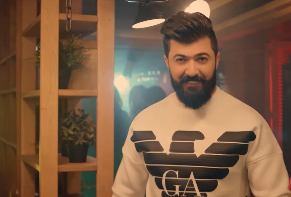 فنان عربي شهير ينجو من حادث خطير داخل منزله (فيديو)