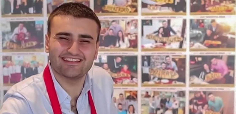 لحظة سقوط الشيف بوراك بإناء كبير أمام مطعمه في دبي (فيديو)