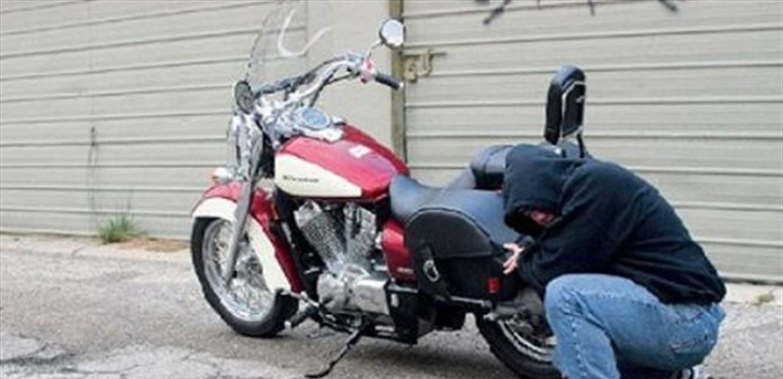 توقيف مطلوب بجرم سرقة 12 دراجة آلية في الجنوب