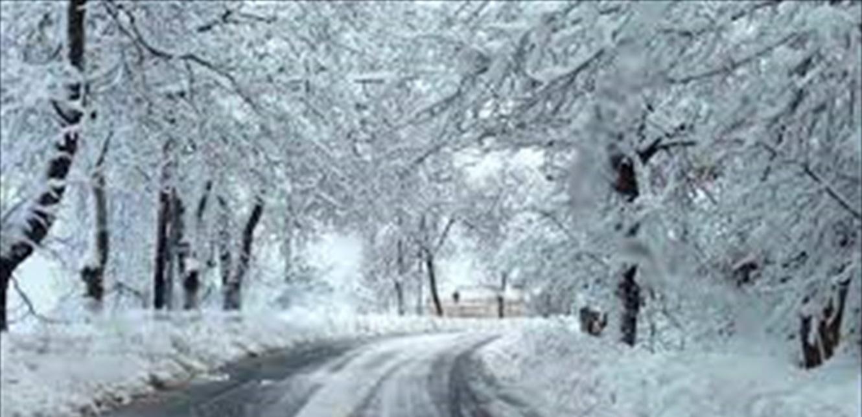 هذه الطرقات الجبلية مقطوعة بالثلوج