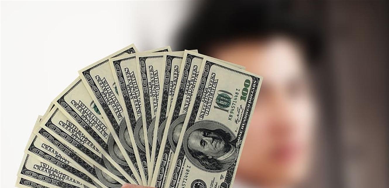 هكذا افتتح الدولار في السوق الموازية