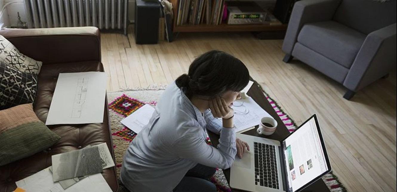 العمل من المنزل و'البيجاما' يؤثران على الصحة العقلية