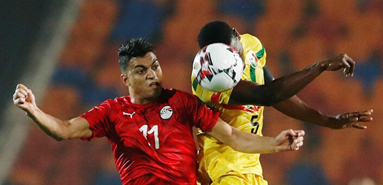 مدرب غلطة سراي يوجه طلبا عاجلا إلى إدارة فريقه بشأن المصري مصطفى محمد