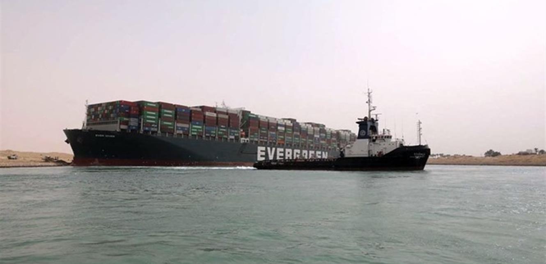 بعد تعويم الباخرة.. حركة السفن بقناة السويس عادت في الاتجاهين