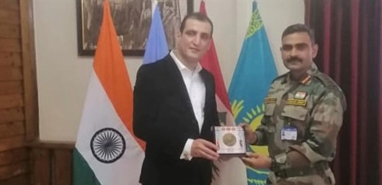 قائد الكتيبة الهندية التقى قائمقام حاصبيا مودعًا وسلّمه درعًا تذكارية