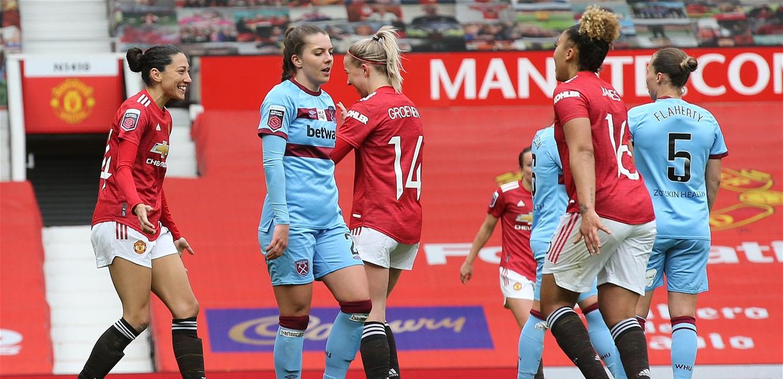 سيدات 'مانشستر' يخضن أولى مبارياتهنّ على ملعب 'أولد ترافورد' (فيديو)