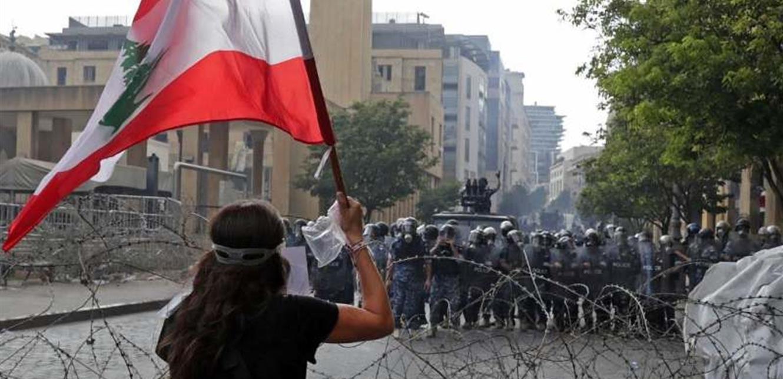 إطلاق النار على المتظاهرين في ساحة الشهداء (فيديو)