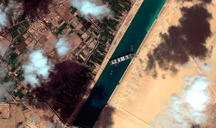 مرور 113 سفينة في 14 ساعة عبر قناة السويس