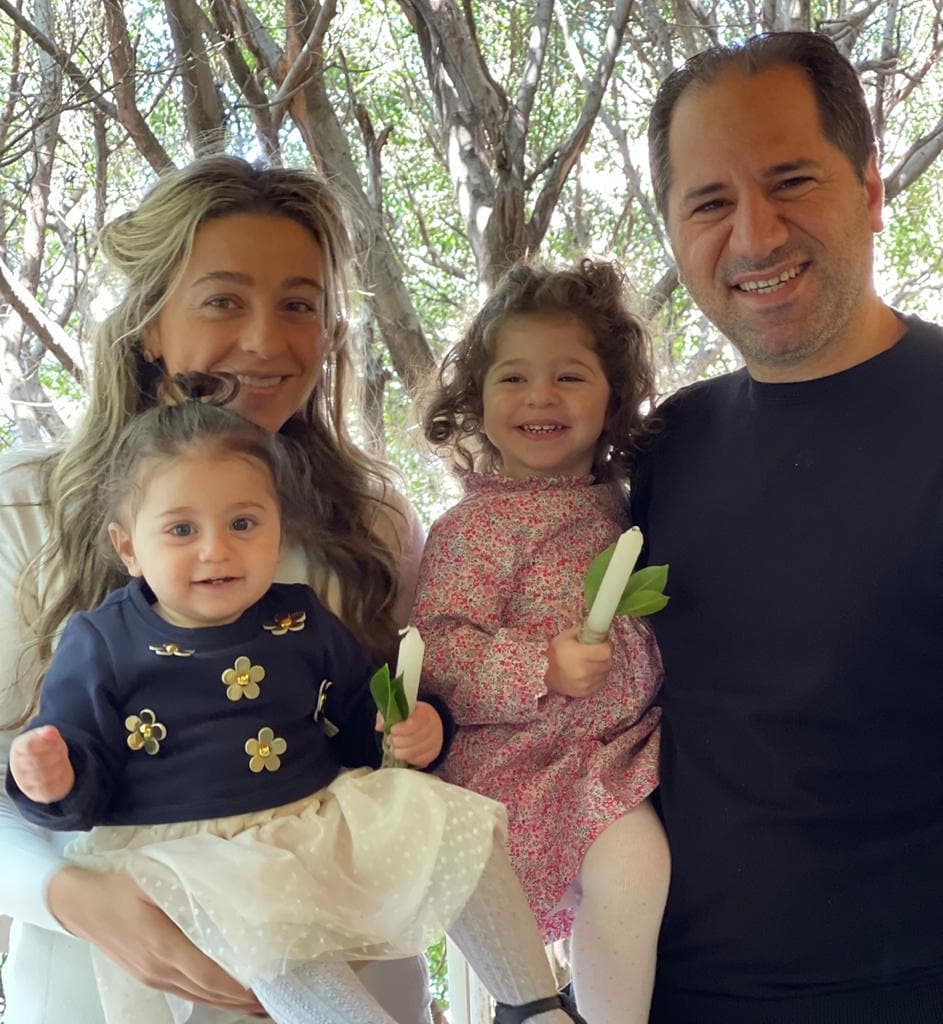 'شعنينة بيتوتية'.. سامي الجميل ينشر صورة الاحتفال مع عائلته بأحد الشعانين