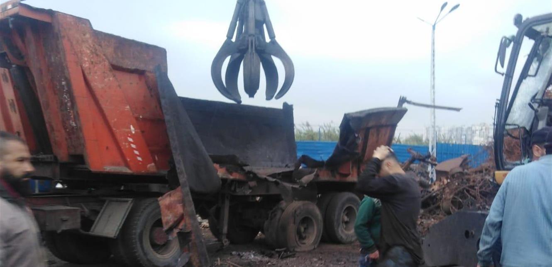 فيديو يوثّق لحظة انفجار الشاحنة في بورة الحديد بطرابلس (فيديو)
