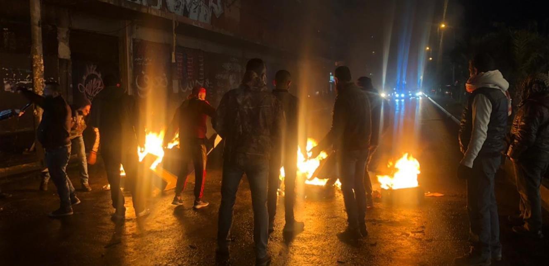 قطع الطريق في محلة القبة وأمام سرايا طرابلس بالإطارات المشتعلة